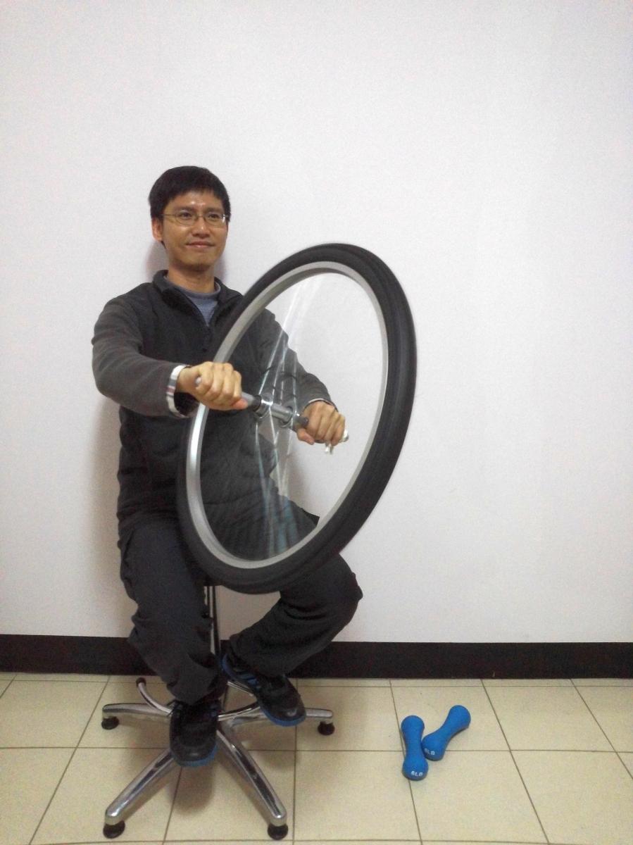160325角動量實驗(旋轉椅、輪胎、啞鈴)07