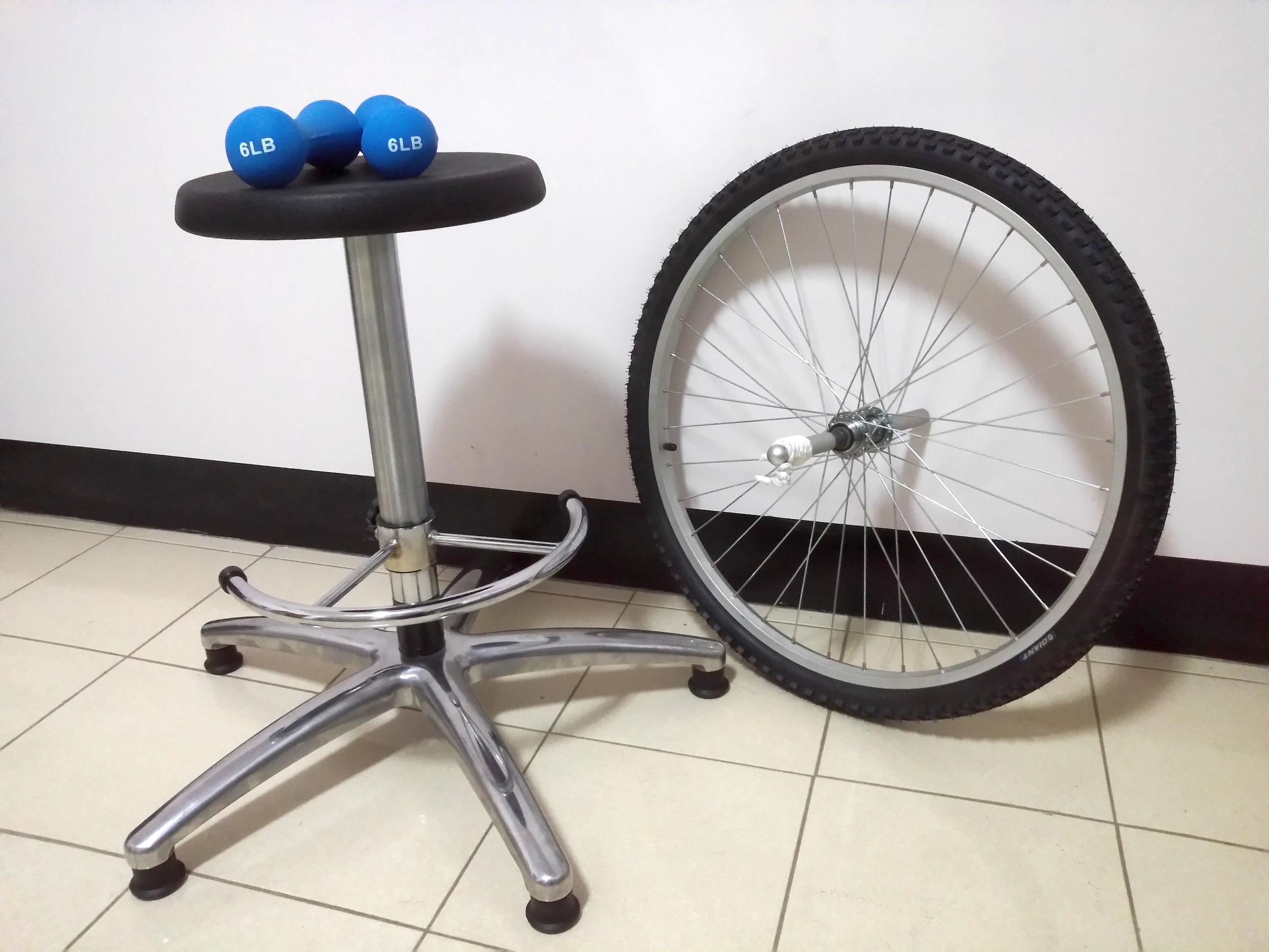 160325角動量實驗(旋轉椅、輪胎、啞鈴)05